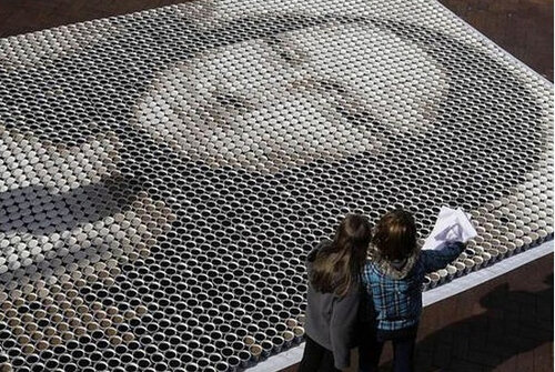 Мона Лиза из кофейных стаканов