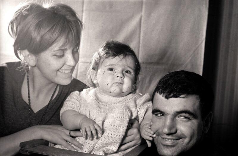 Г.Шпаликов, И.Гулая с дочерью Дашей.