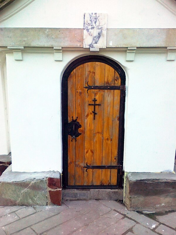 Служебная дверь Десятинного монастыря