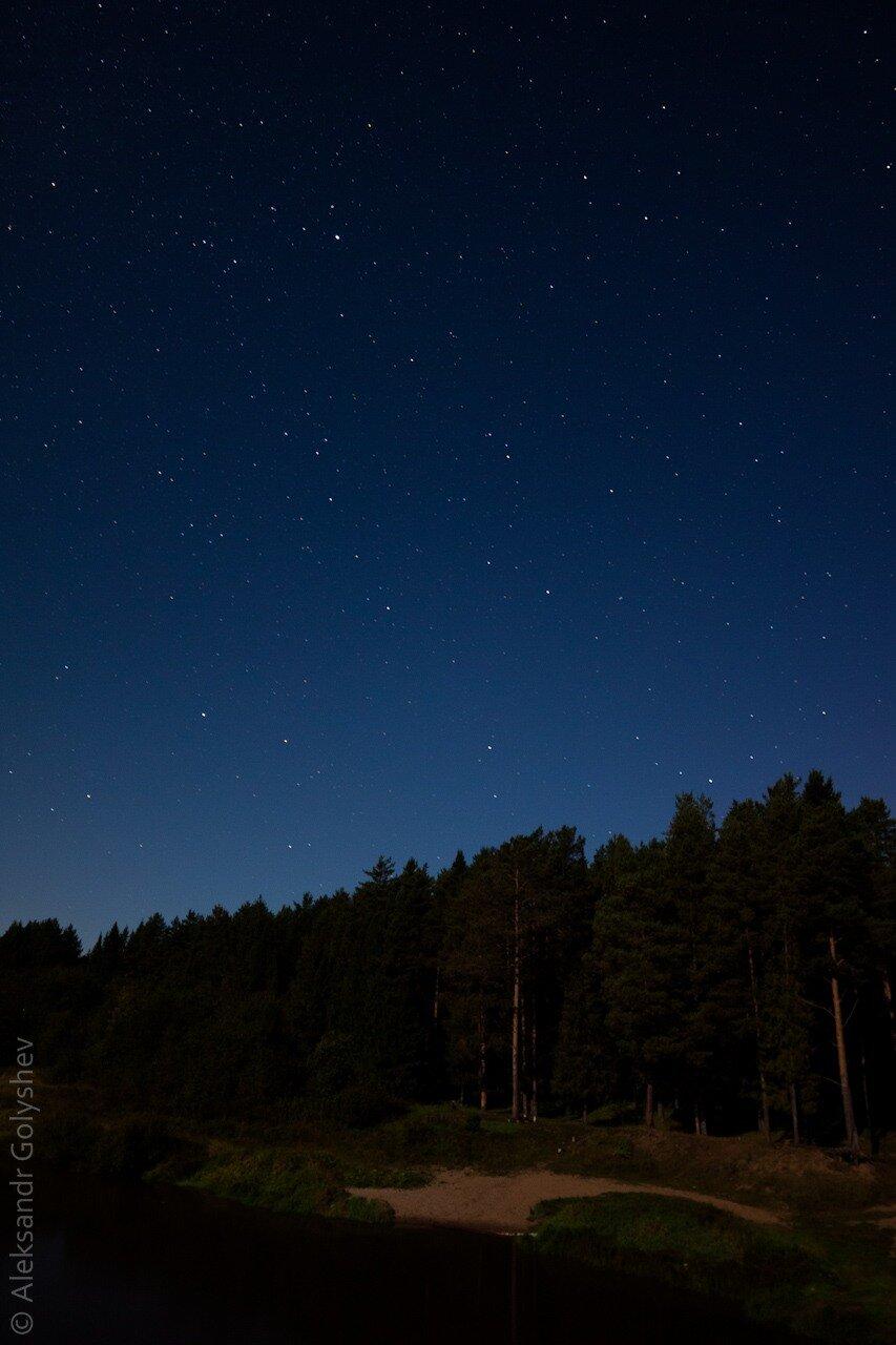 Звездное небо над рекой