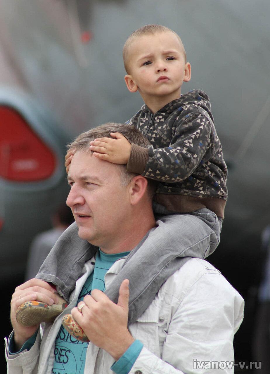 Фото отцы и дети на празднике 100-летия ВВС в Мигалово