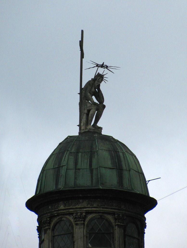 Львов - Иисус на крыше часовни Боимов