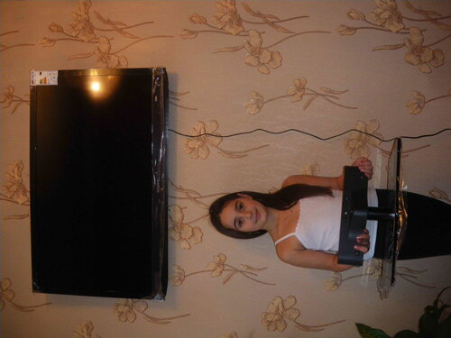 Фото 4. Телевизор установлен на стену. Подставка для установки телевизора на плоскость (тумбу, стол) не используется.