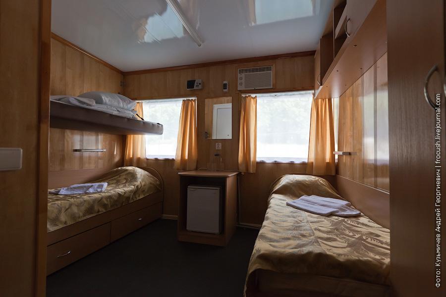 Двухместная каюта увеличенной площади с дополнительным местом №226 в средней части средней палубы теплоход Кулибин