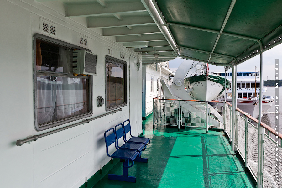 Левый борт шлюпочной палубы теплоход Кулибин