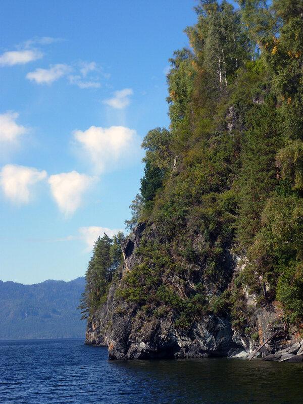 Скалистые берега Телецкого озера