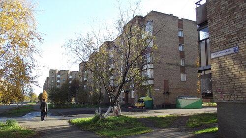 Фотография Инты №1496  Вдали Воркутинская 3, по центру Воркутинскя 5 от восточного угла дома Воркутинская 13 14.09.2012_15:15