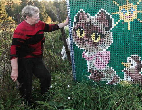 Три тысячи пластиковых колпачков