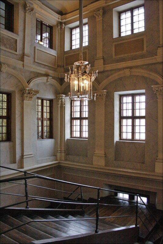 Дворец Меншикова, Парадная лестница