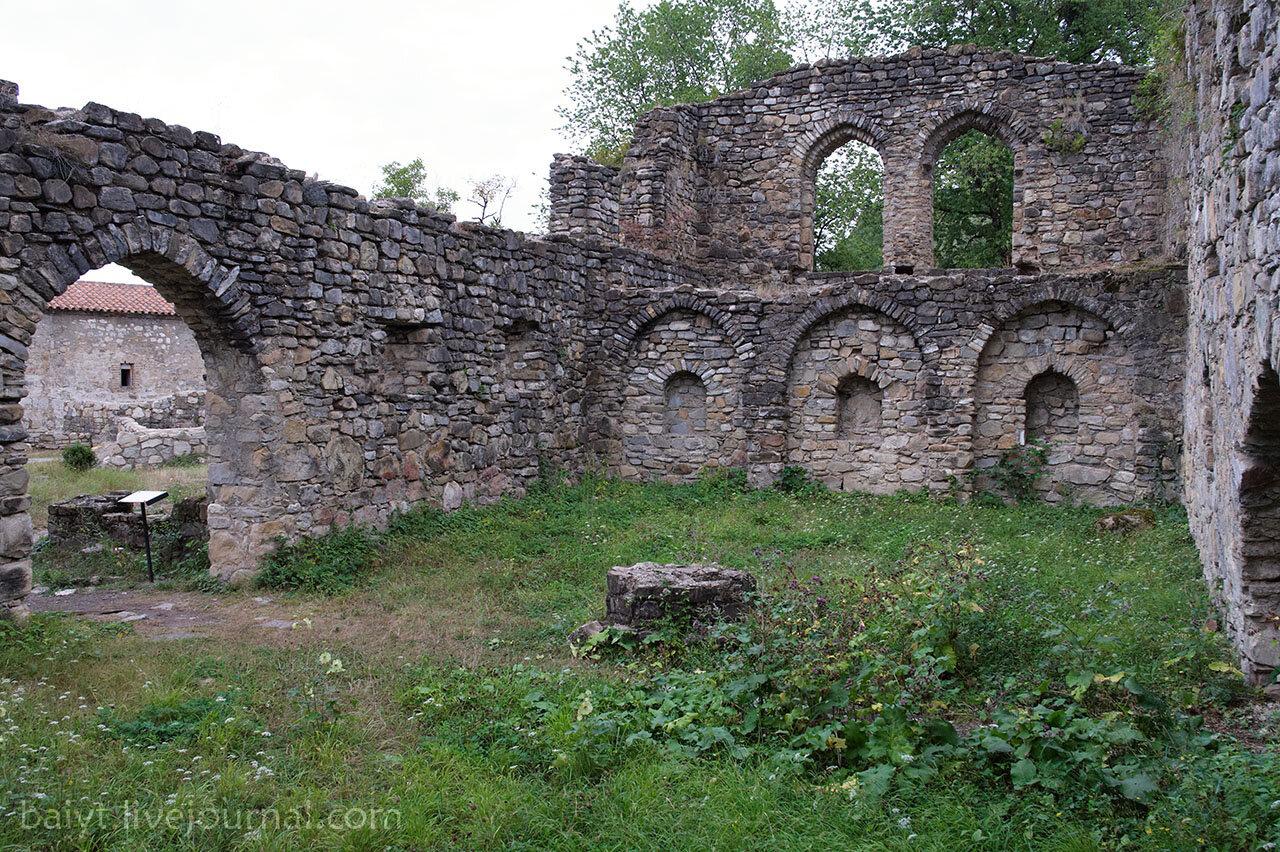Монастырь Икалто. В помещении знаменитой академии, в которой учился Шота Руставели.