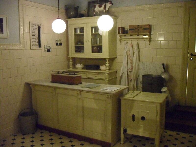 кухня семьи среднего достатка в первой половине XX века