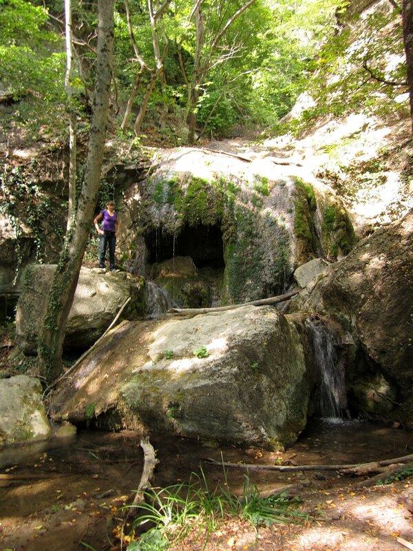 Грот в ущелье Сотера
