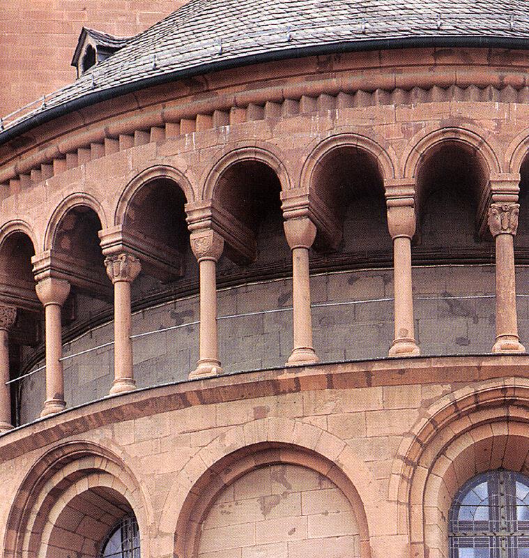 Майнц, собор Санкт Мартин унд Санкт Штефан.  Карликовая галерея на восточной апсиде.