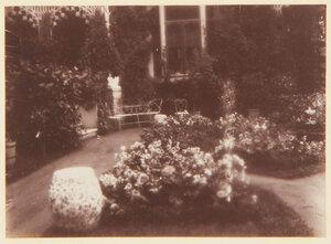 23. Коттедж. Часть сада и дворца