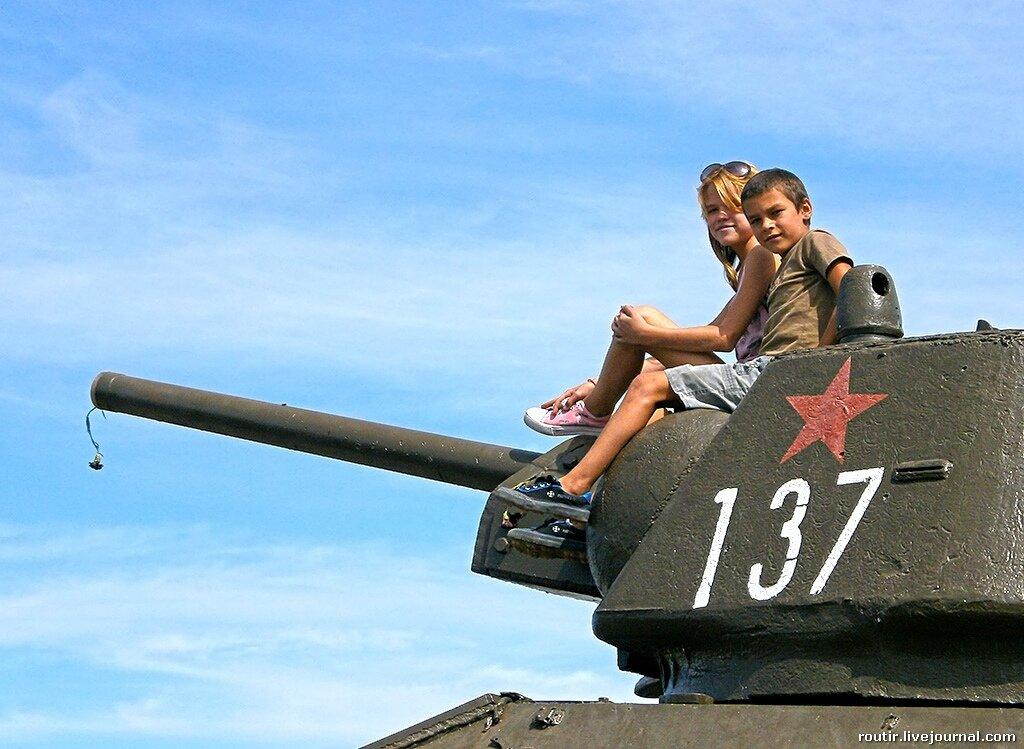 Памятник героям-танкистам