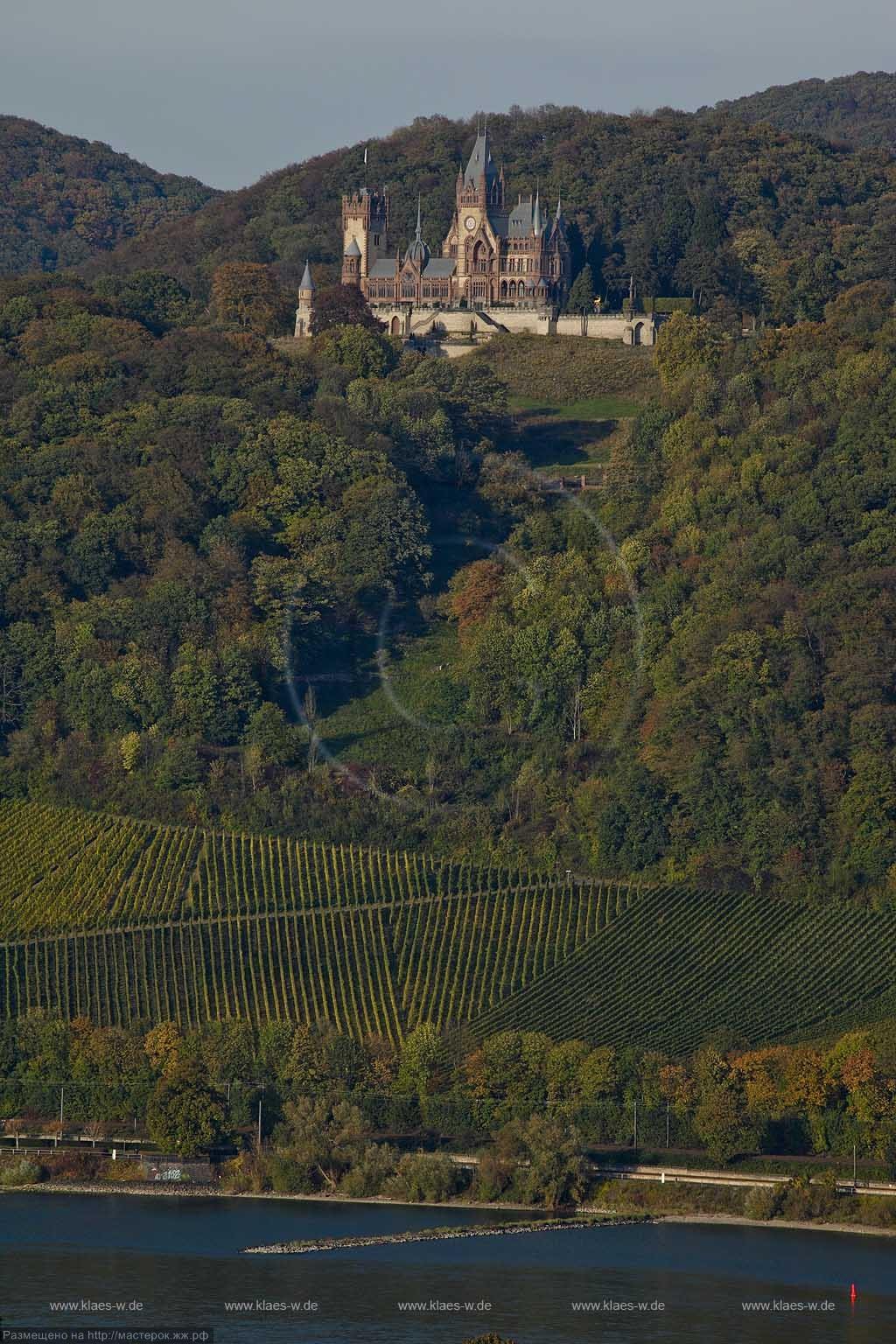 Siebengebirge, Blick von Remagen-Rolandswerth ueber den Rhein zum Schloss Drachenburg, Koenigswinter; View from Remagen-Rolandswert with Rhine river to castle Drachenburg, Koenigswinter