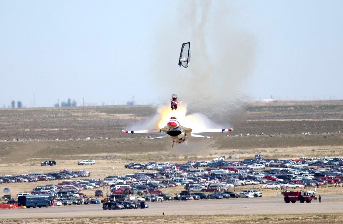 Обои взлетная, истребитель, Самолёт, полоса, мощь, тень, фотографа. Авиация foto 18