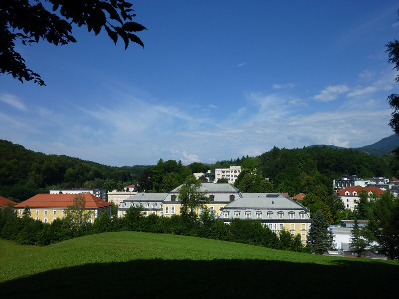 Вид на курортную зону с ближайшего холма