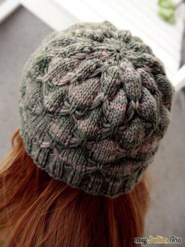 Очень симпатичная шапочка, связанная спицами.  К сожалению, не все...