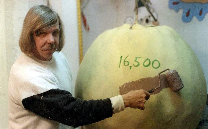 Американец красит один мячик на протяжении 35 лет