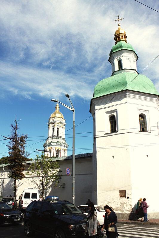 Улица Лаврская