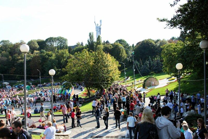 Общий вид выставки хризантем 2012