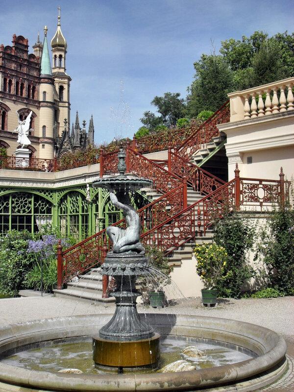 красивая художественная лестница
