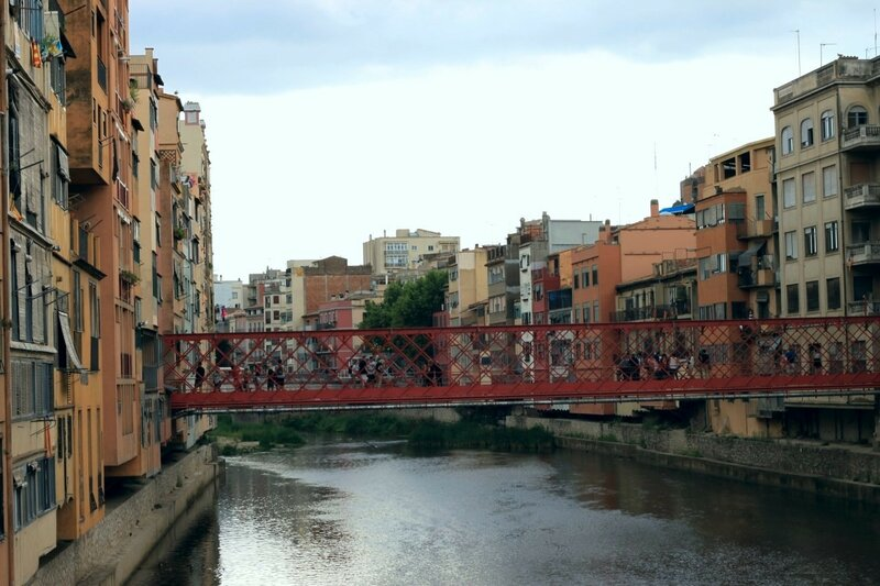 Жирона, на реке Оньяр (Girona, on the river Onyar)