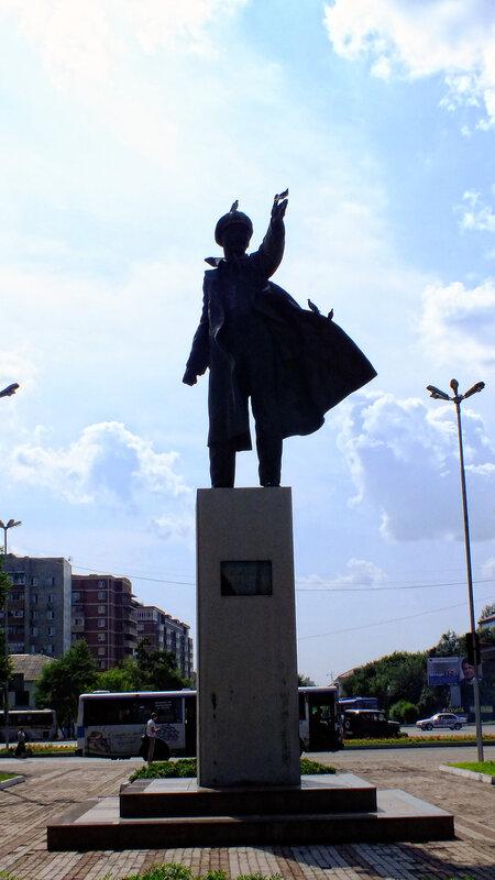 памятник на уссурийском вокзале