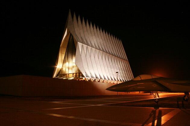Часовня военно-воздушной академии (Air Force Academy Chapel). США