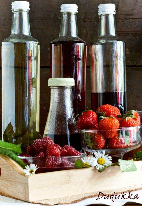 Сироп из малины, клубники, черной смородины и вишневых листьев