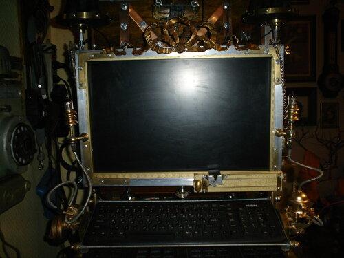 Скайп-камера, монитор и пюпитр для клавиатуры. (Фото 2)
