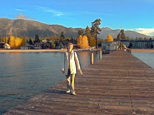 США. Калифорния. Осень на озере Тахо.