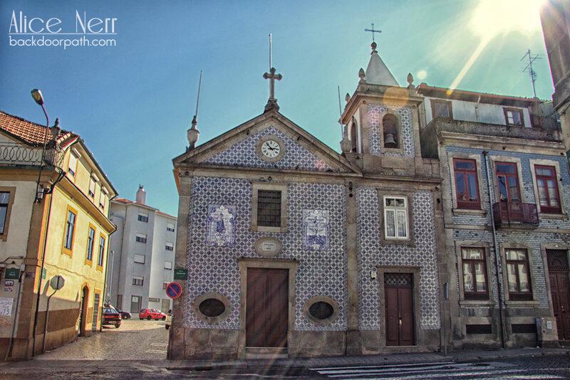 церквушка в Порту покрытая азулежу