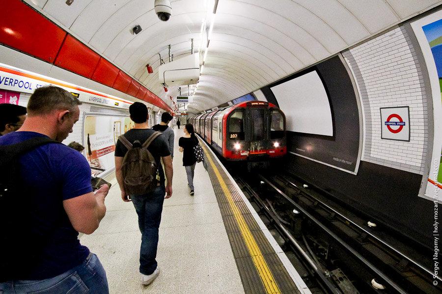 резака метро лондона и его билеты фото фотомонтажа фотографий