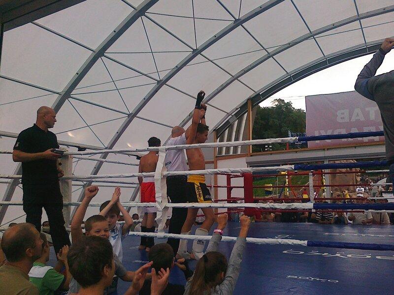 Бокс под Аркой Дружбы народов