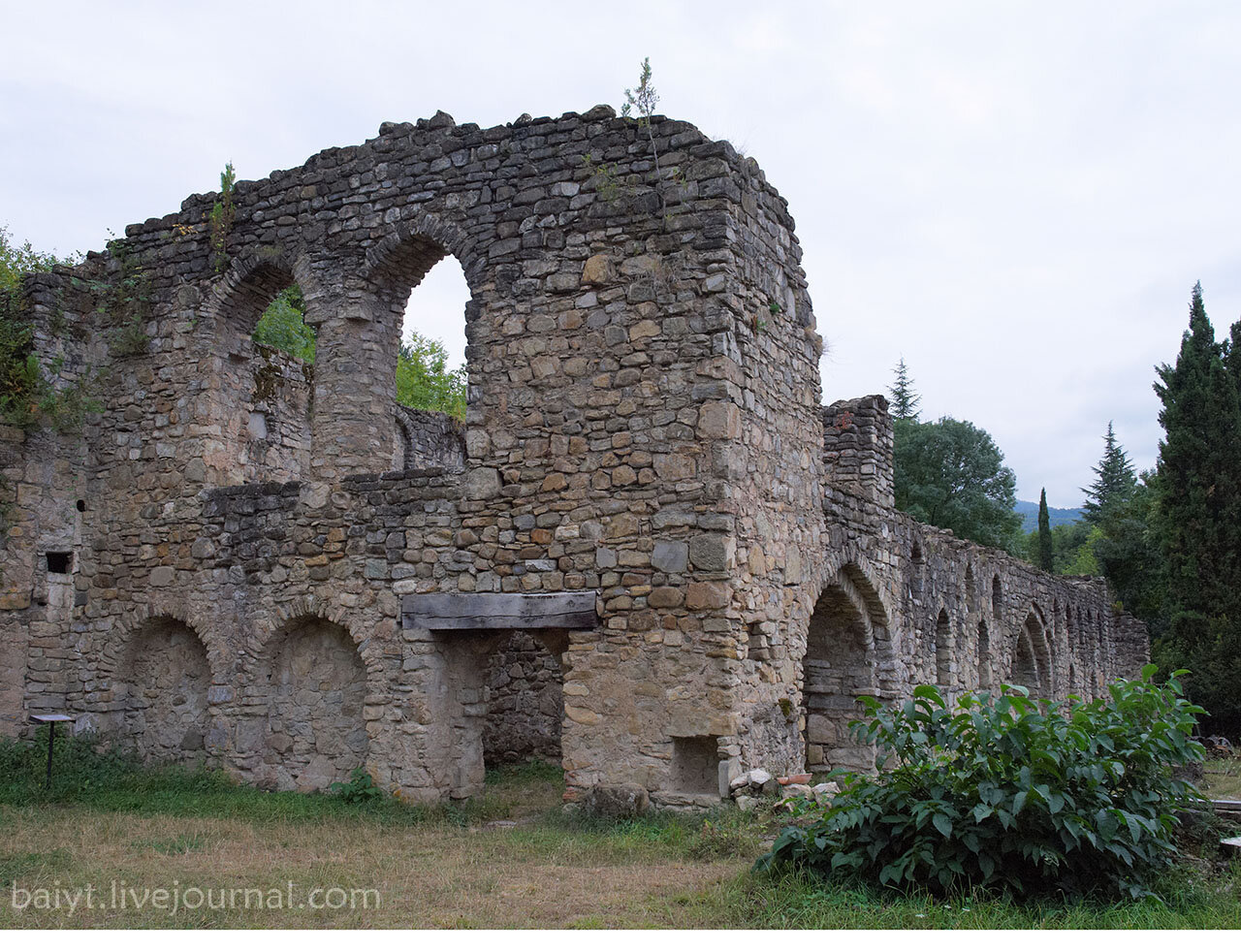 Руины академии в монастыре Икалто. Общий вид.