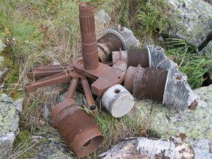 останки двигателя самолета (?) в Уллу-Муруджу