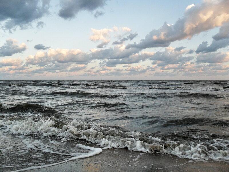 Утром в августе. Волны, море, облака...