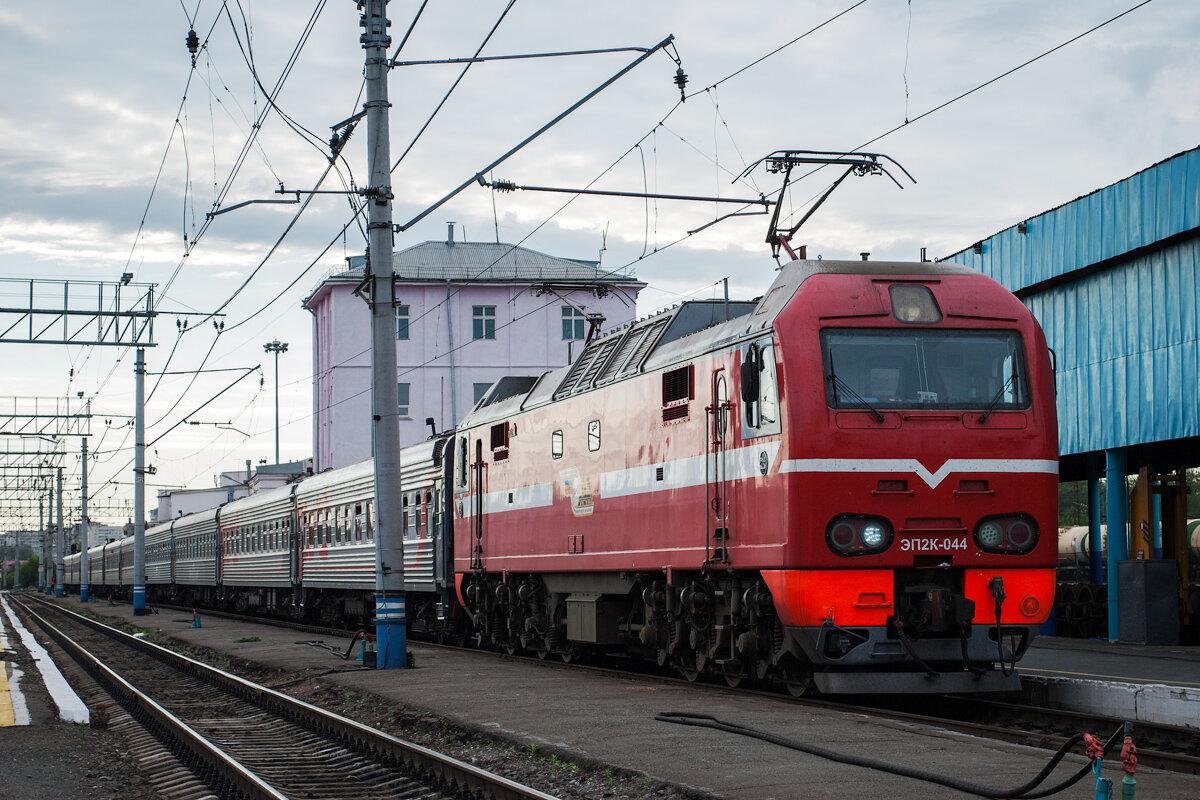 В город-курорт анапу в летнее время прибывает до 30 поездов в сутки, на железнодорожном вокзале анапы организовано