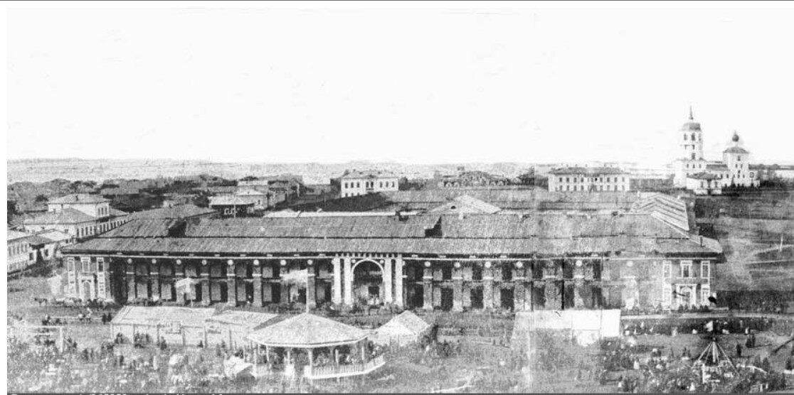 Вид на Мещанские ряды с Тихвинской колокольни