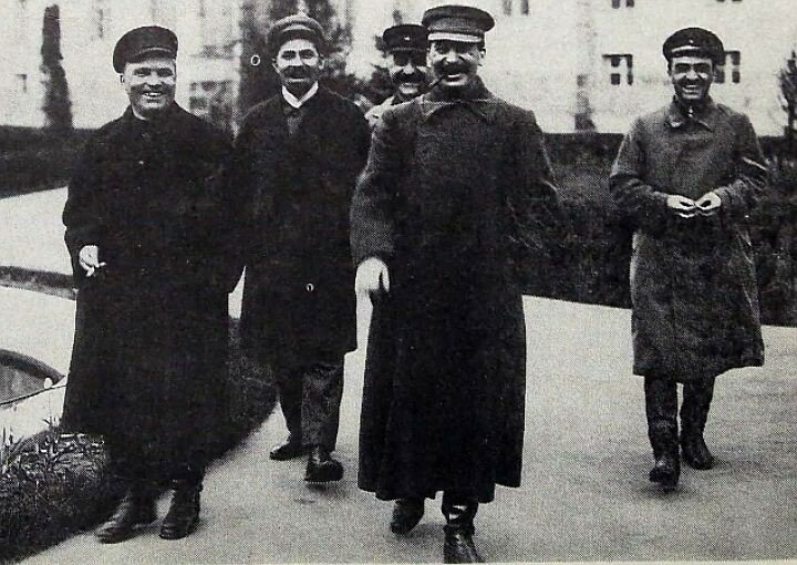 Киров, Каганович, Орджоникидзе, Сталин и Микоян возвращаются с первомайского парада. 1932 год..jpg