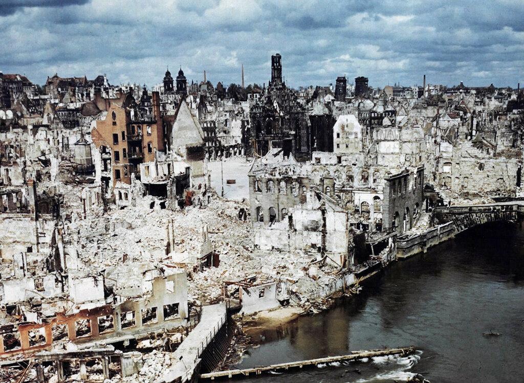 Nuremberg-in-June-of-1945.jpg