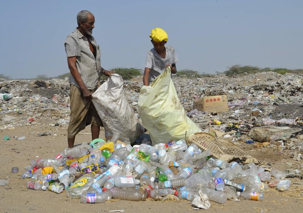 Сборщики мусора в Йемене