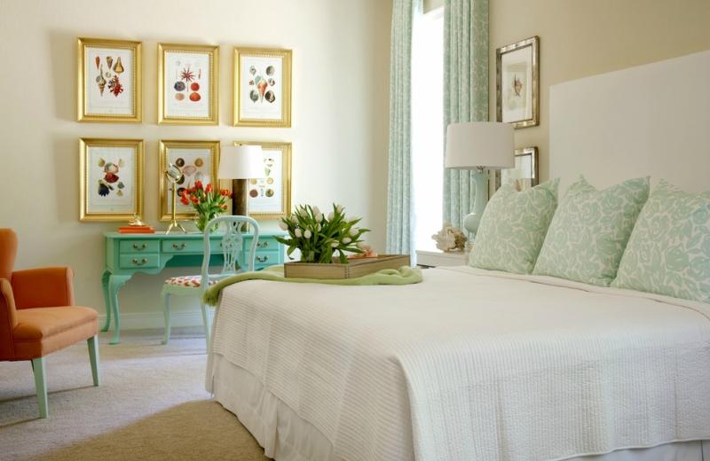 Дизайн интерьера спальни в светлых оттенках фото 6