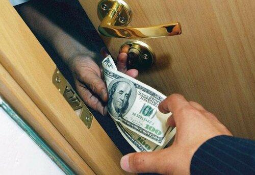 Что делать, если чиновник вымогает с вас взятку