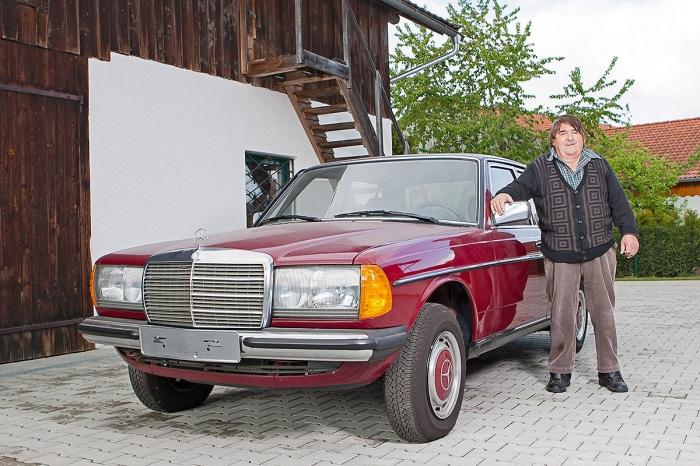 Счастливый владелец Mercedes-Benz 240D