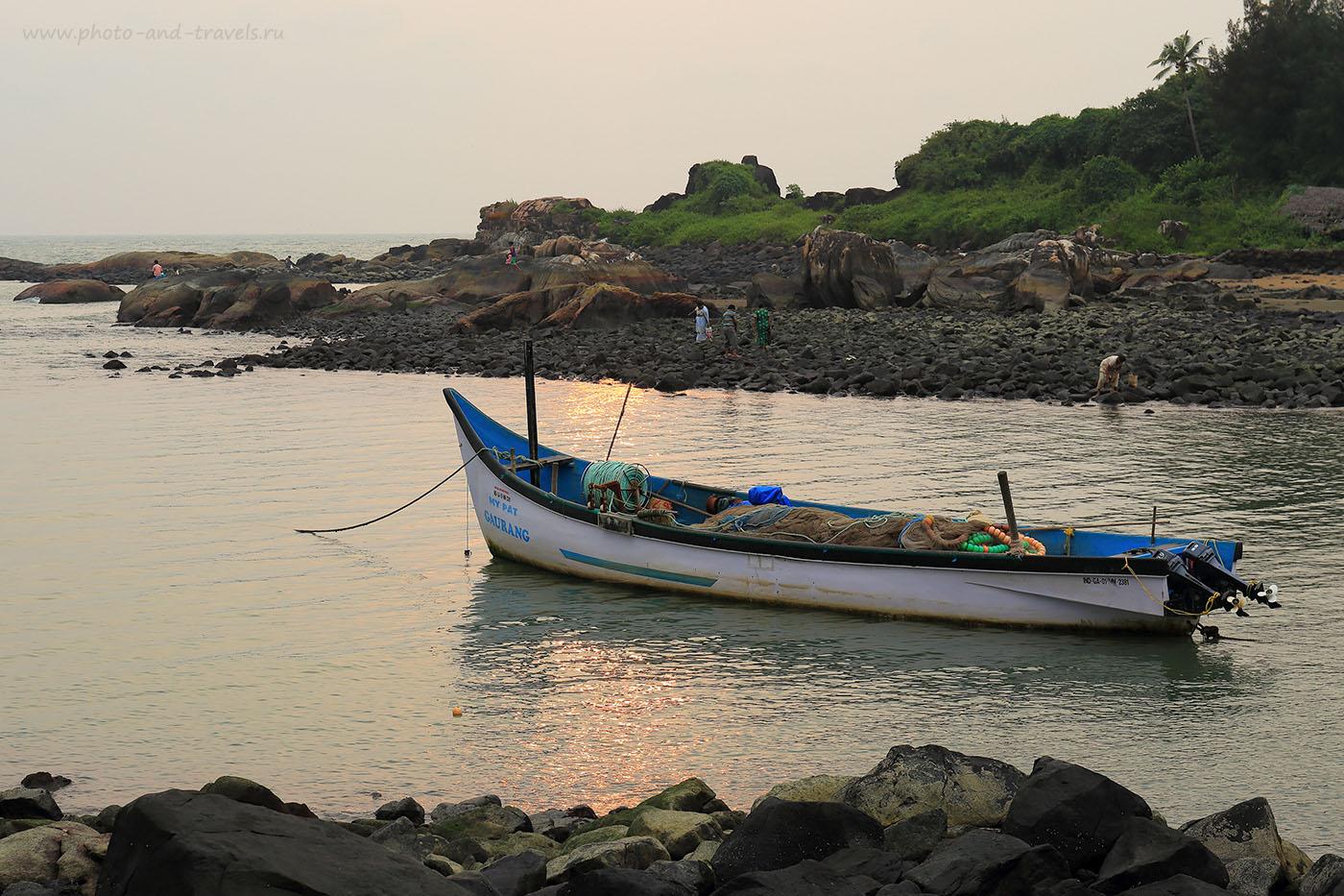Фотография 14. Лодка на закате и местные собиратели. Пляж Коломб, расположенный рядом с более известным Палолемом. Отдых на Южном Гоа в Индии самостоятельно (2162) (24-70, 1/250, 0eV, f9, 70mm, ISO 100)