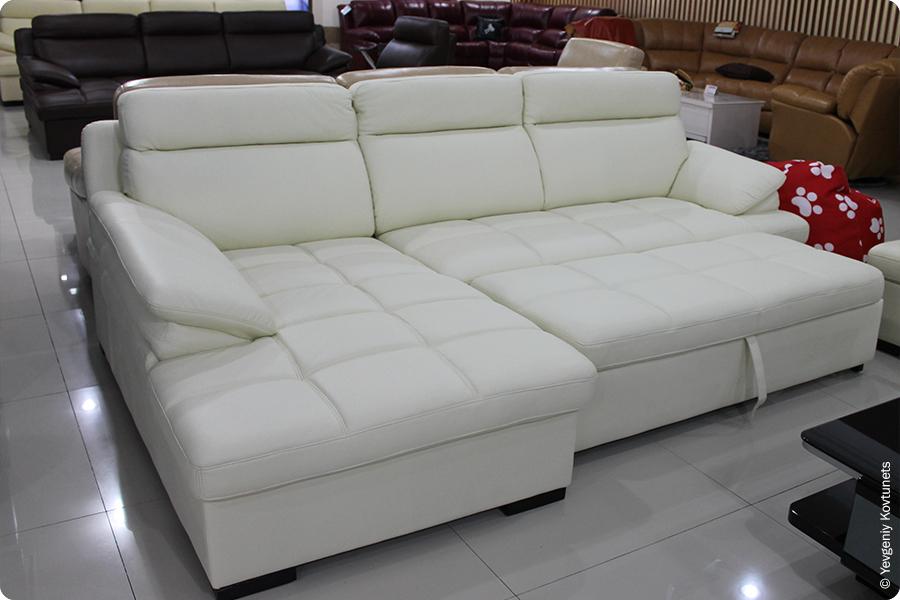 кожаный диван в FATA PLAZA, Маньчжурия