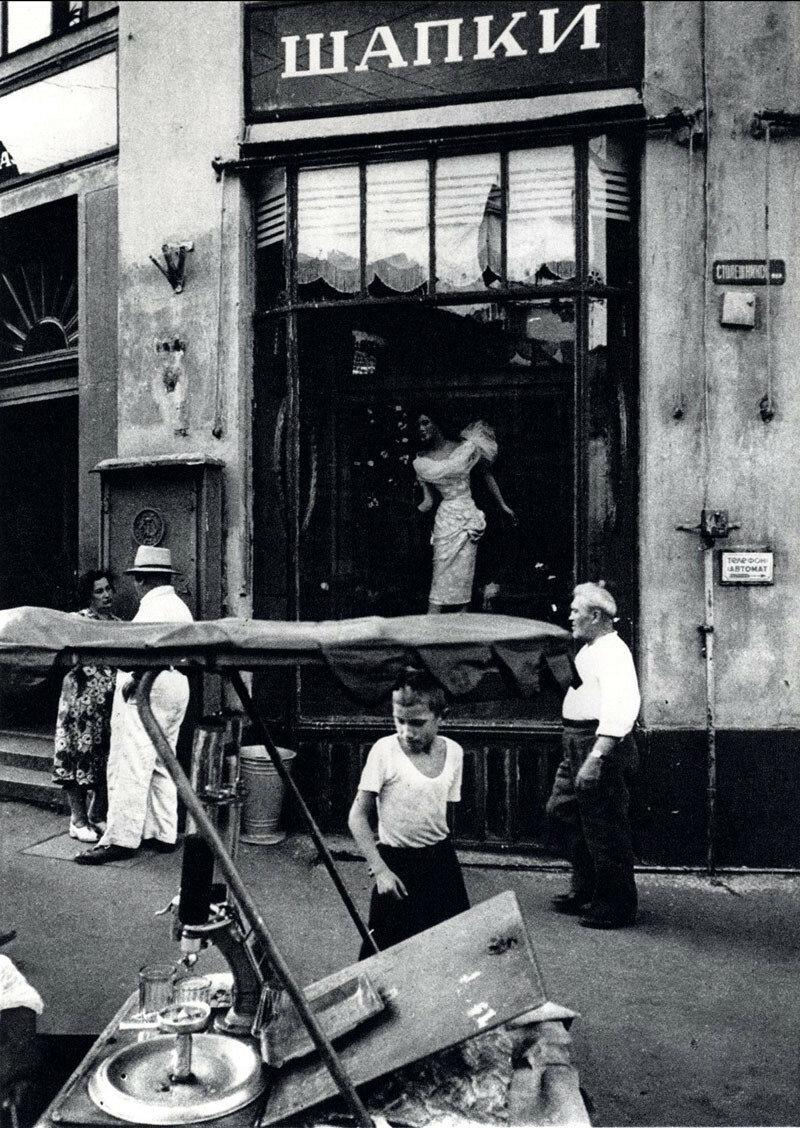 49595 Столешников пер William Klein 1964.jpg